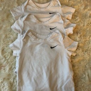Nike 3-pack Bodysuit size 6-9 Months